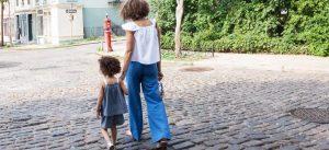 Los niños de hogares monoparentales tienen un 50% más de probabilidades de sufrir problemas psicológicos