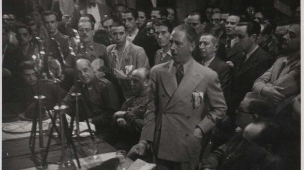 Companys con Álvarez del Vayo y comisarios políticos.