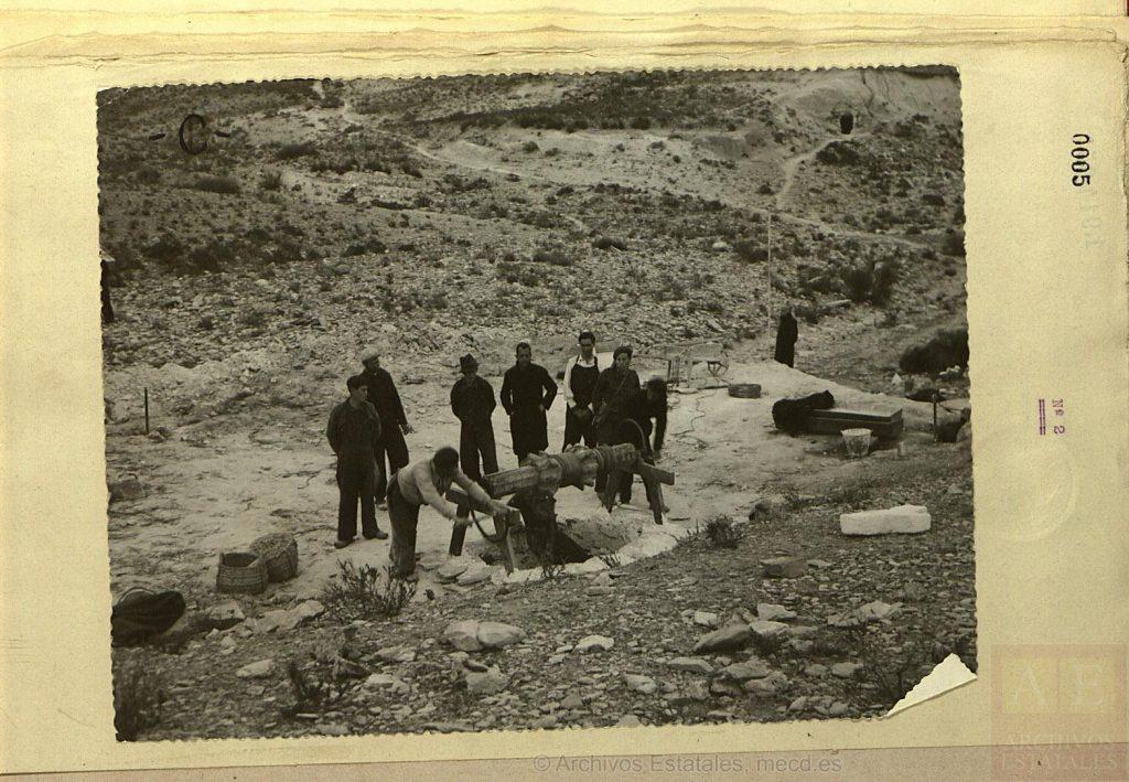 Exhumaciones en el Pozo de la Lagarta el 4 de febrero de 1941.