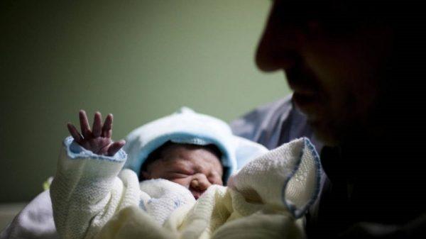 El riesgo de la baja natalidad en España