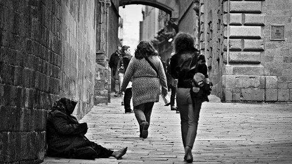 Indiferencia ante los pobres