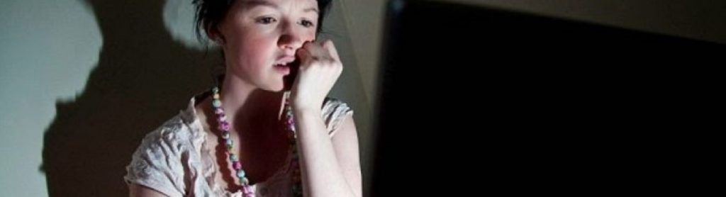adolescente viendo porno