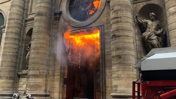 Incendio en la iglesia de Saint-Sulpice de París