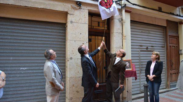 Inauguración en 2014 de una placa en recuerdo del beato Josep Gomis en Reus.