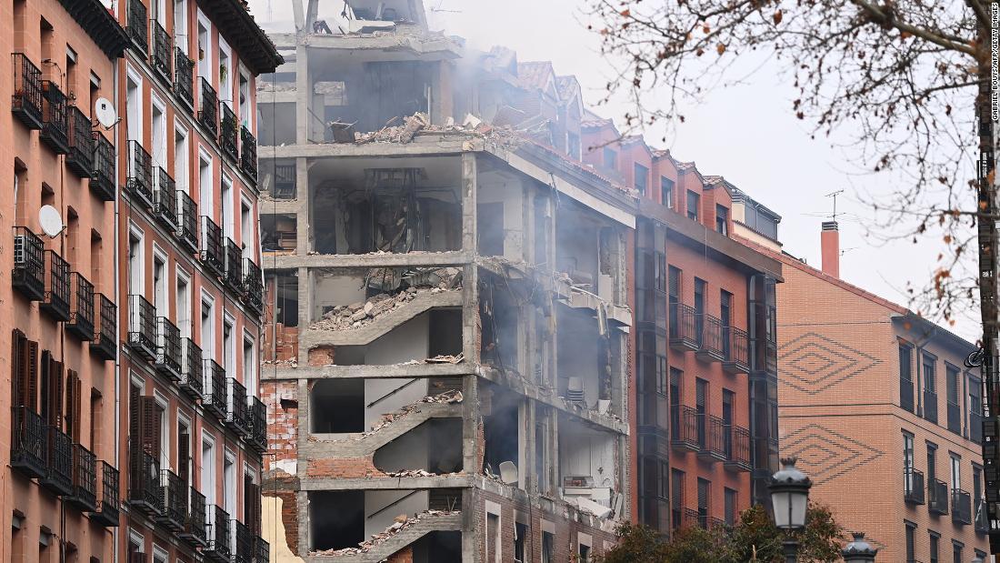 """El sacerdote que vivió la explosión de gas de Madrid: """"estoy en paz y agradecido"""""""