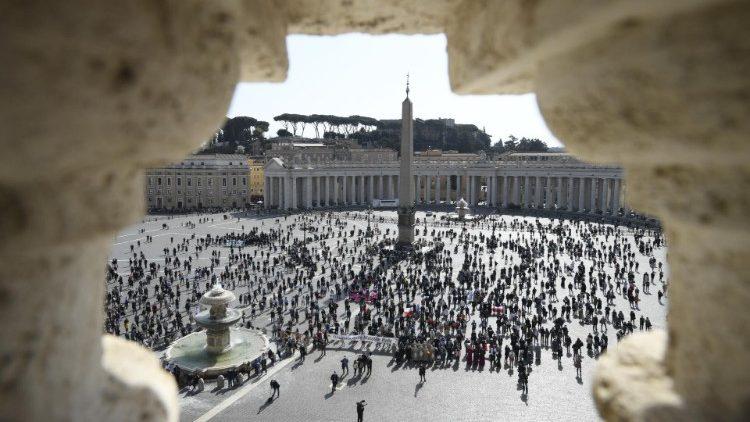 Estudiantes nigerianas, enfermedades raras y pereza espiritual: los temas del Ángelus del Papa
