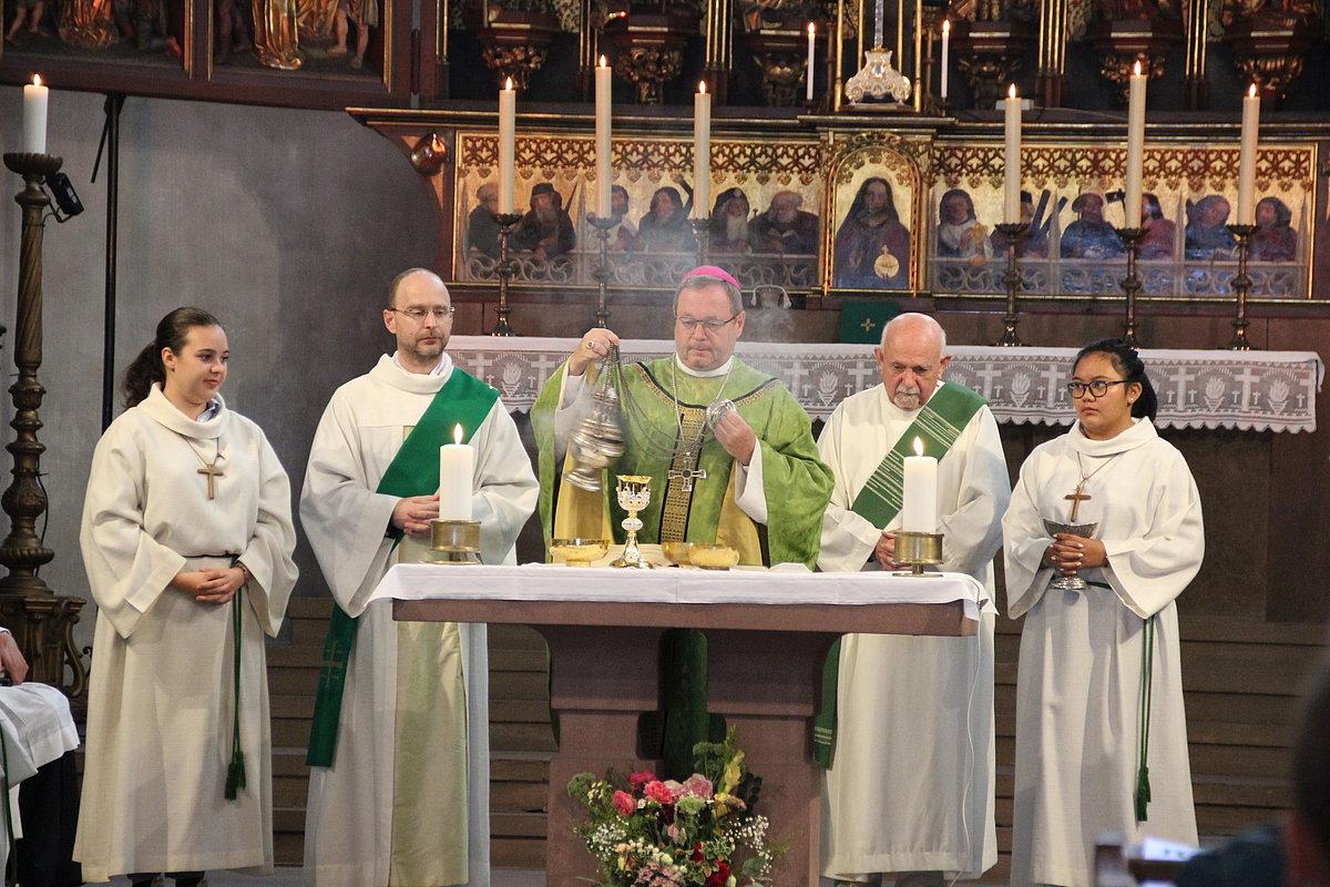 """El presidente de los obispos alemanes: """"No le niego la Comunión a un protestante que la pide"""""""