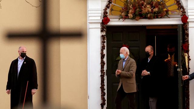 La mayoría de los demócratas y republicanos saben que Biden es católico, pero dudan de su religiosidad