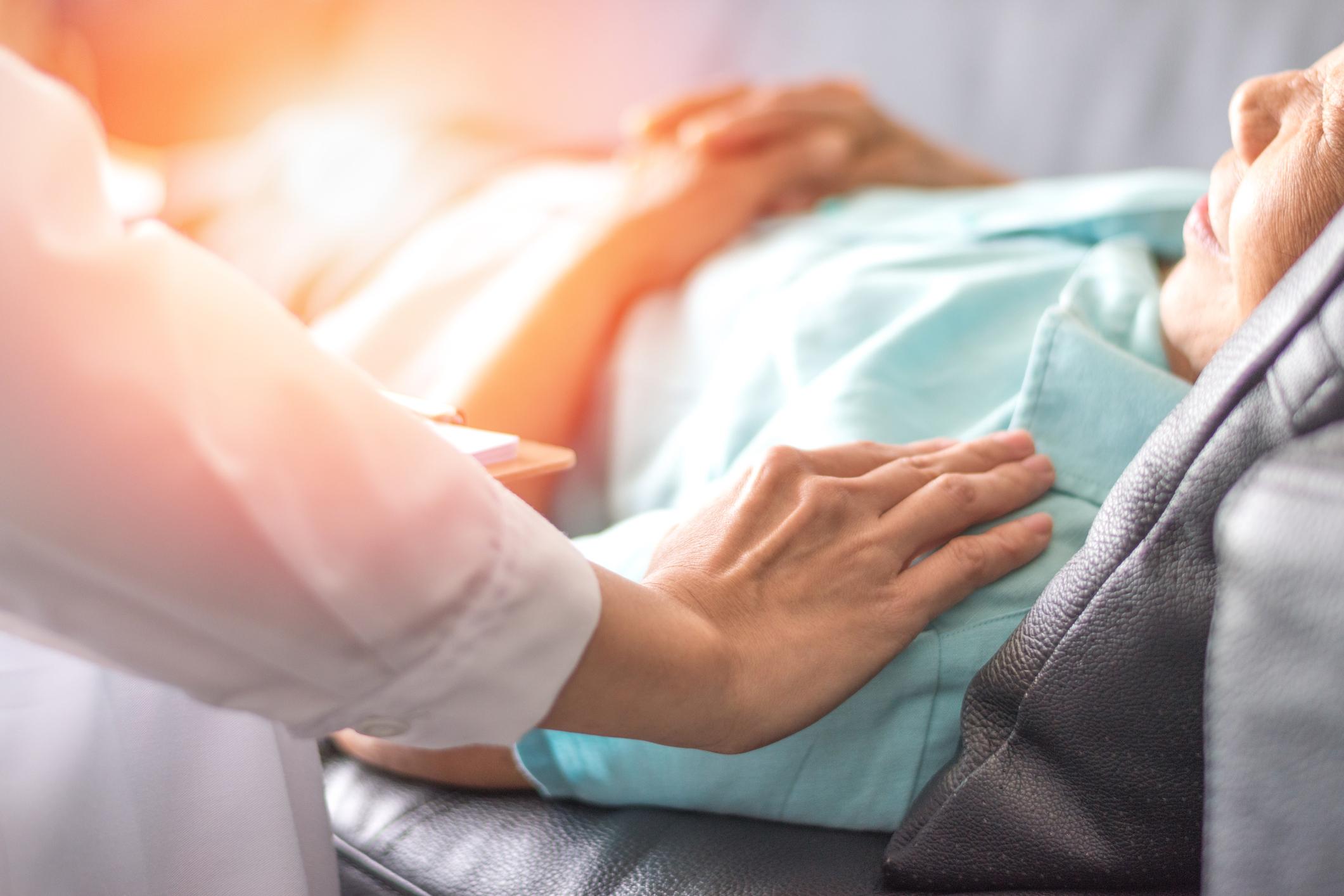 La alternativa a la eutanasia, según la Fundación Bioética: los cuidados paliativos